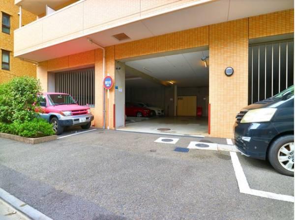 敷地内駐車場は月額25000円でご利用いただけます。(現在空無)