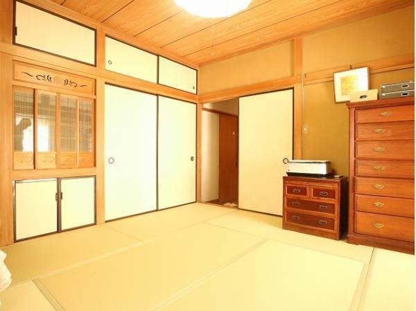 和室は天井までの空間を広く感じることができるため、開放感のあるリラックス空間を作りだしてくれます。