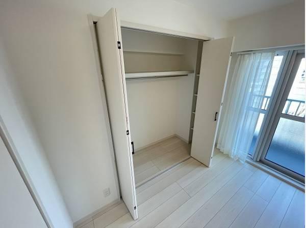 充分な収納スペースを確保。居室内に余計な家具を置く必要がなく、シンプルですっきりとした暮らしが実現。