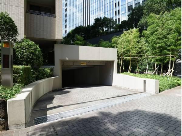 敷地内駐車場は月額31000~40000円でご利用いただけます。