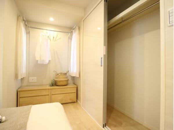 過ぎ行く時間をゆったりと感じることができる落ち着いたお部屋。収納スペースも充分あり、シンプルですっきりとした暮らしが実現します。