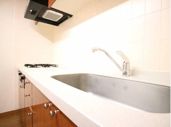 清潔感のあるキッチン。使い勝手の良い設備のキッチンで効率よくお料理ができます。家族の健康はこのキッチンから。