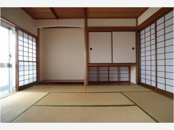 便利な和室は約6帖のスペースを確保。井草の香りがやすらぎを与えます。