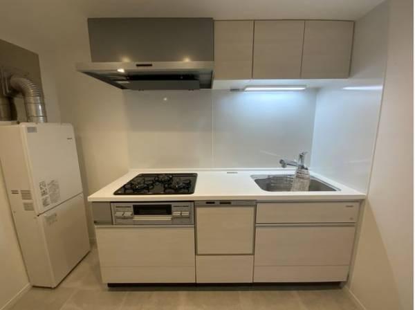 ホワイトを基調とした清潔感のあるキッチン。使い勝手の良い設備で効率よくお料理ができます。