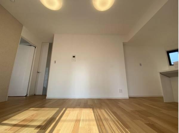 お気に入りのインテリアを加え、ゆとりある心地よい空間を演出してみませんか?家で過ごす時間が豊かになり、そこに幸せな時間が生まれることでしょう。