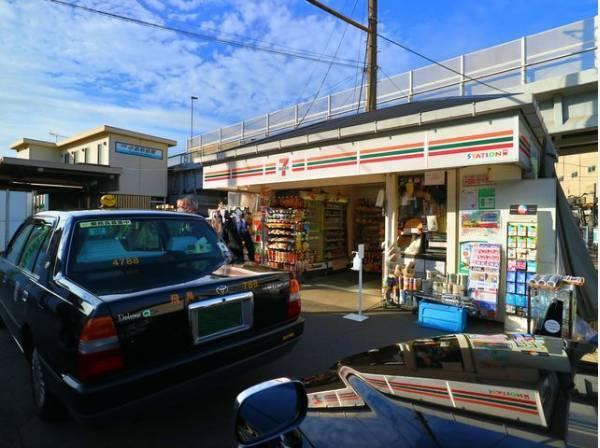 セブンイレブン京急ST小島新田店まで60m セブンイレブンだからできる商品・サービスを追求しながら、地域の暮らしに欠かせない「近くて便利」なお店を目指しています。