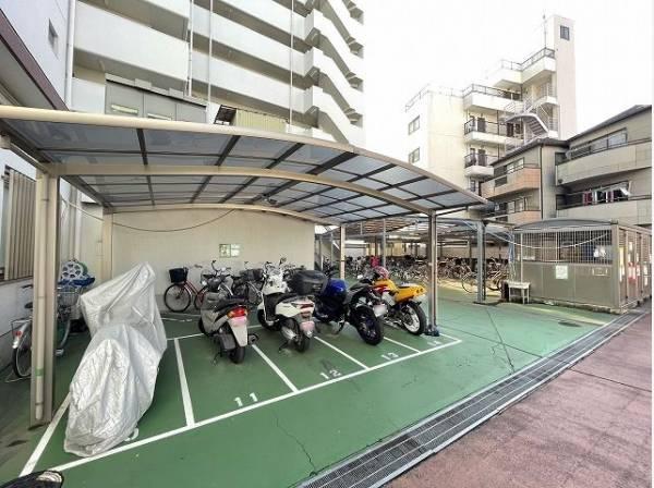駐輪場・バイク置場完備。