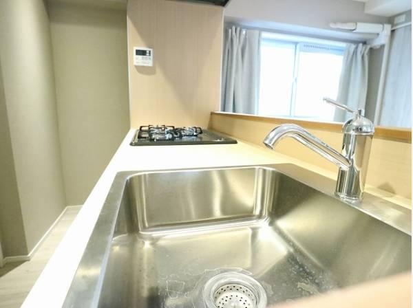 清潔感のあるスタイリッシュなキッチン。使い勝手の良い設備のキッチンで効率よくお料理ができます。