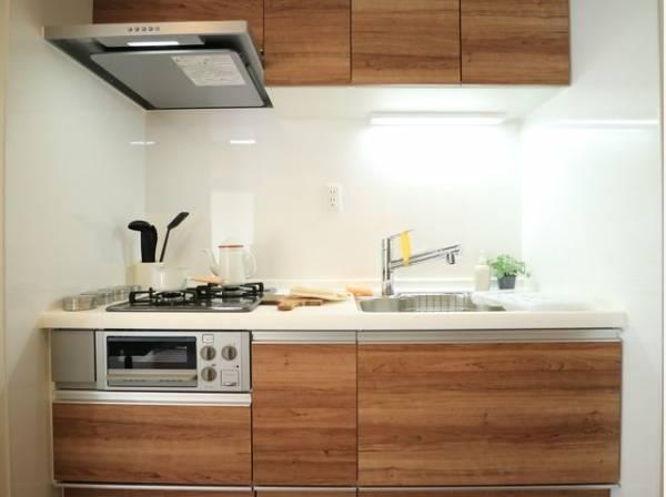 毎日をもっと軽やかに、キッチンワークをもっと効率的に。人に寄り添った美しい道具、使いこなす楽しみも教えてくれるシステムキッチンです。