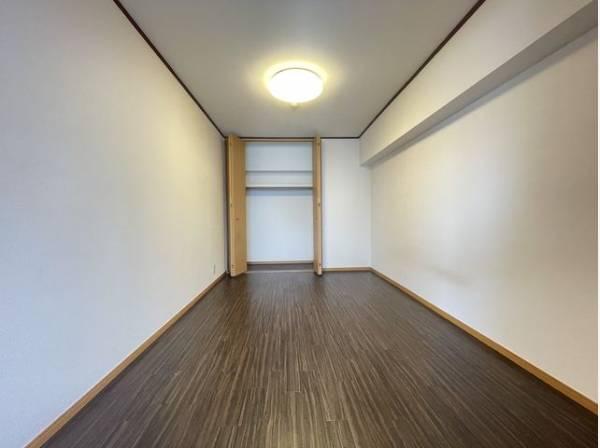 無駄を省き有効に活用した収納スペース。タンスを置かなくてもいいので、お部屋を広く使うことができます。