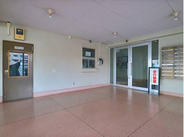すっきりとしたエントランスは、明るく見通しが良いので防犯面でも安心してマンション内へ出入りして頂けます。