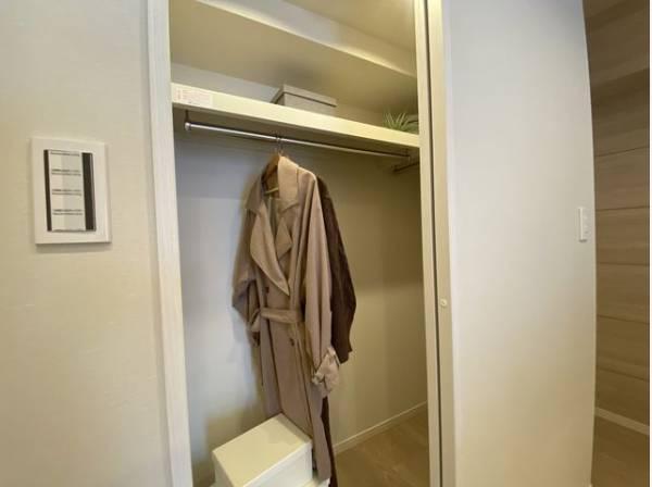 キッチン横にウォークインクローゼット付き!お部屋もすっきり片づけられます。