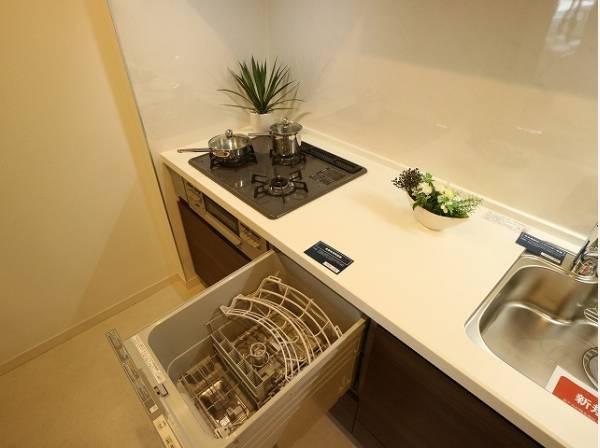 ビルトイン食洗機は、作業台が広く使え、見た目もスッキリ。節水や節電機能も充実して奥様の家事の手助けをしてくれます。空いた時間で趣味の時間も充実しそう♪