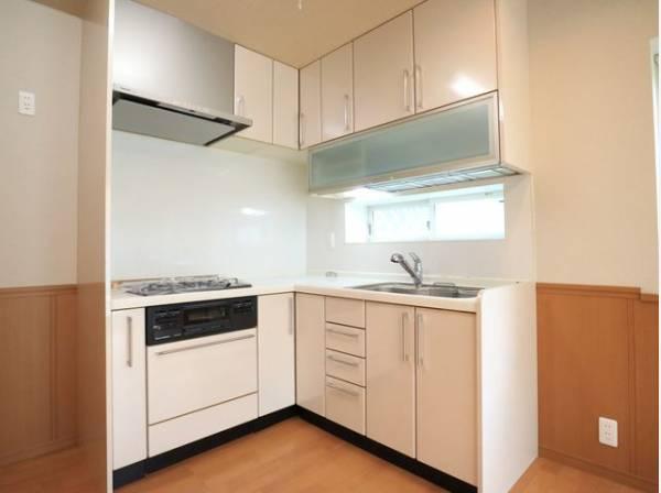 毎日をもっと軽やかに、キッチンワークをもっと効率的に。人に寄り添った、美しいシステムキッチン。