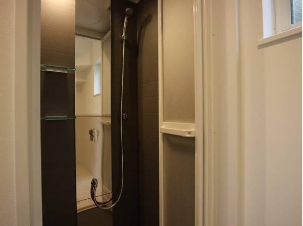 1日の疲れを癒すシャワールームは、キレイでストレスなく使える空間であってほしいものです。心地よい空間がここにある…。