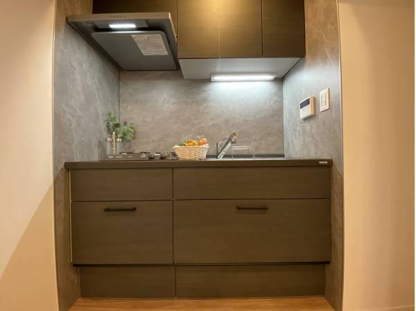スタイリッシュなデザインのキッチン。使い勝手の良い設備のキッチンで効率よくお料理ができます。