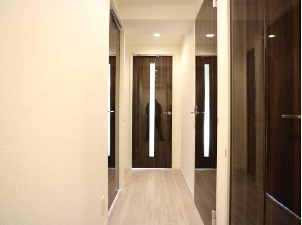 上質なデザインが落ち着きと高級感を与えます。安らぎに満ちた生活空間を予感させてくれます。