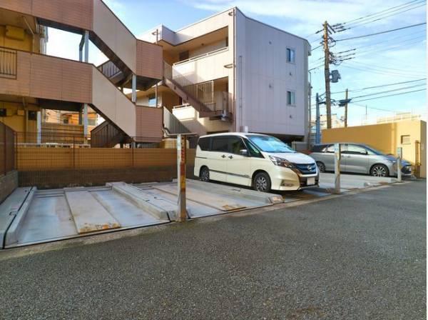 敷地内駐車場。月額20000円~21000円でご利用できます。