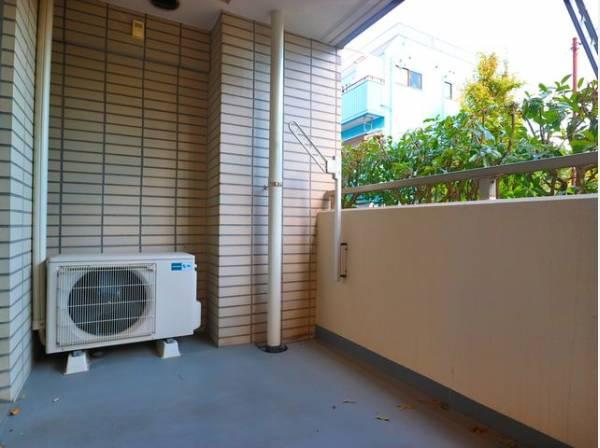 広々としたバルコニーに出た時には、頬をなでる優しい風を感じることが出来ます。洗濯物も十分に干すことが出来ます。