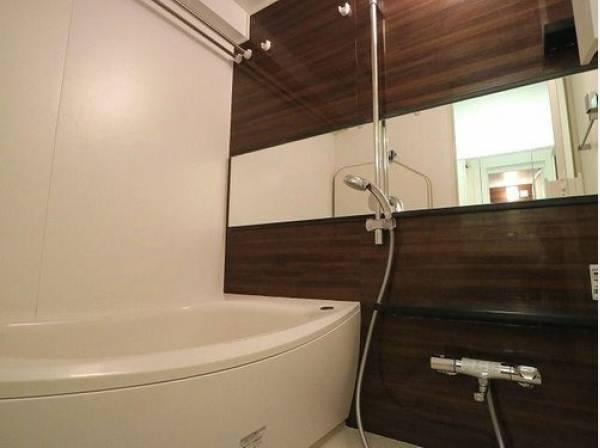 疲れを癒す場所だからこそ快適・清潔な空間で心も体もオフになる時間をお楽しみください。浴室乾燥機完備でバスタイムも快適に。