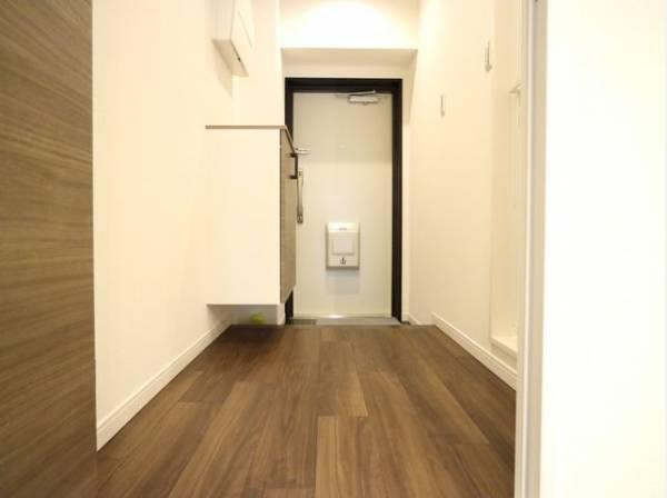 住まいの顔となる玄関は、落ち着きと華やぎの満ちた空間に。