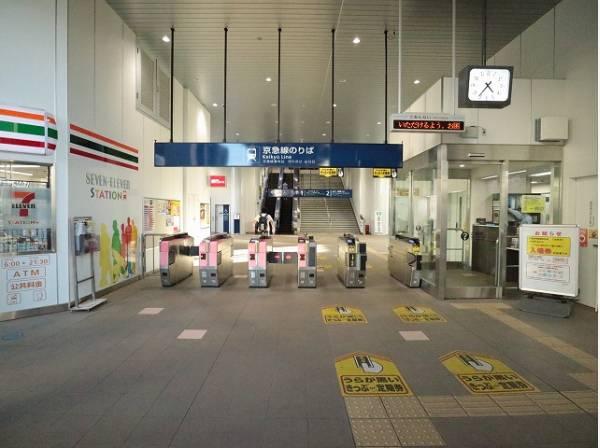 京急本線 梅屋敷駅まで450m 京急蒲田駅の隣駅で、駅前の商店街には昔ながらの商店や飲食店、カフェなどが立ち並び、お店が充実しています。