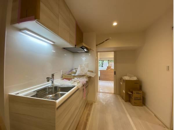 プライベートスペースを彩るインテリアとしての美と機能性と強さがひとつになったキッチンです。