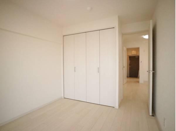 のびのびとした明るい洋室。いつまでも快適に暮らせる空間が広がります。