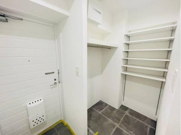 清潔感のある空間を保てるよう、シューズインクローゼットをご用意。スッキリ綺麗な空間に纏めます。