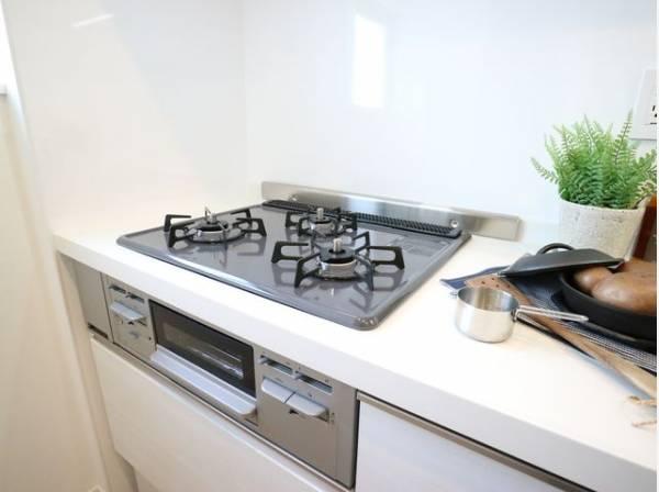ワークトップが広く使い勝手に優れたキッチン。効率よく作業できます。