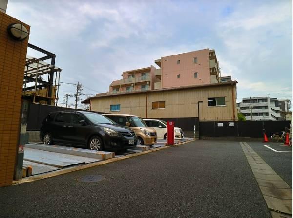 敷地内駐車場。月額17000~20000円でご利用いただけます。