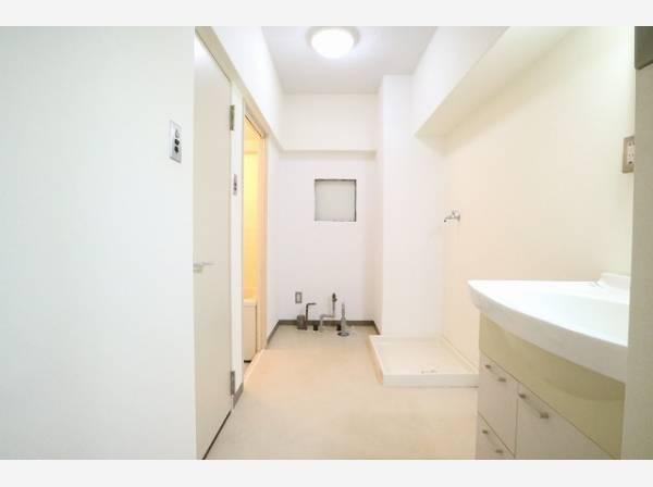 パウダールームは広々としたスペースを確保。ゆったりと身支度ができます。