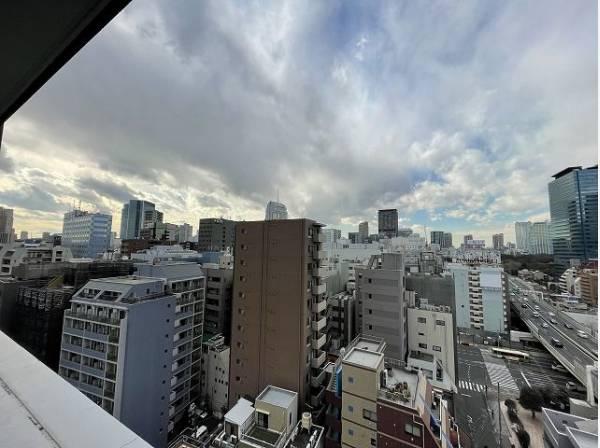 周囲に高い建物がなく開放感があります。開けた視界がどこまでも広がります。