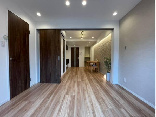 生活に合わせて空間を変えられる可動式間仕切りを建具に採用。快適さを求めて毎日気持ちの良い日々を。