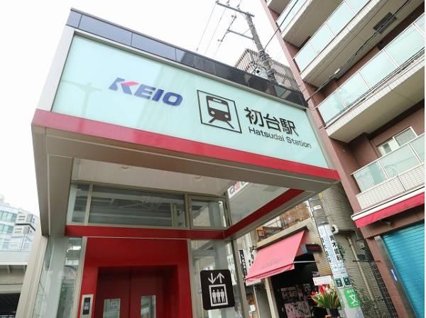 京王新線 初台駅まで800m 新宿の隣りの駅で、北口は「新国立劇場」、東口は「東京オペラシティ」に直結という芸術鑑賞にぴったりの駅です。エレベーターも完備されていてきれいな駅です。