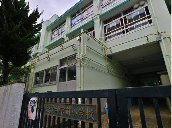 渋谷区立神宮前小学校まで450m