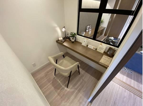 ワークスペース完備。在宅ワークや勉強など多用途に対応できる便利なスペースです。