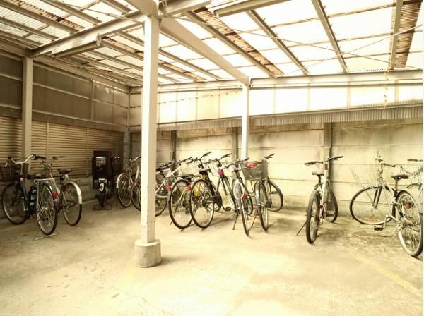 敷地内駐輪場は年額2000円でご利用いただけます。(現在は空無)