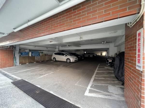 自走式駐車場なので出し入れ簡単で、雨の日も濡れずに乗り降りできます。