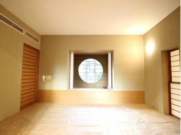 ダイニングキッチンと隣接の和室は、可動ドアを開くと約18帖超の空間になります。