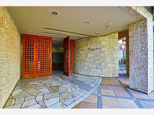 格調高いデザイン性を持つ玄関。訪れる方を優しく迎える・安らぎに満ちた生活空間を予感させてくれます。