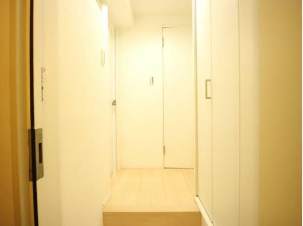 室内玄関は毎日の行き帰りで使う大事な空間。「ただいま」と「おかえり」が交わされる幸せな空間が待っています。