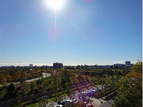 ずっと太陽を感じる事ができるのは、遮るものが視界に無いから。彼方に広がる風景が絵画のように広がります。開放感のある景色を独り占めできる贅沢を毎日満喫してください。