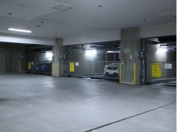 敷地内地下駐車場。