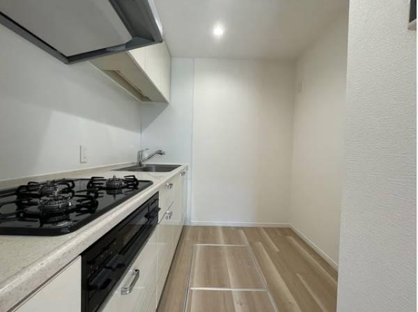 ゆったりと調理ができるスペースを実現。毎日をもっと軽やかに、キッチンワークをもっと効率的に。