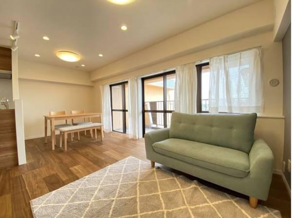 お気に入りのソファで一日ゆったりとくつろぐ時間を最優先にする。そんなスタイルをかなえられる空間です。