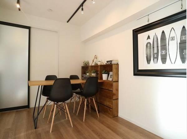 室内はシックでモダンな内装。落ち着いた雰囲気に包まれて、伸びやかな空間のなかで、ゆったりとしたひとときを過ごせます。