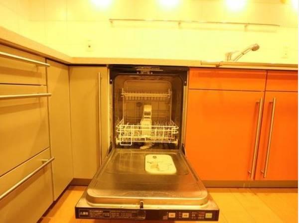 食器を洗っている間にお掃除など、様々なシーンで家事の時短に役立つ食洗機。