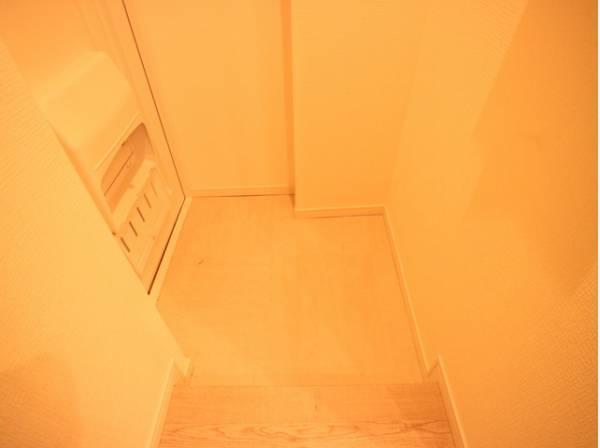 明るく清潔感のある玄関。「行ってきます」と「ただいま」は、ここから始まります。毎日の帰宅が楽しみになりますね。