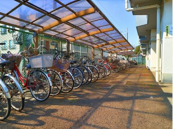 敷地内駐輪場。年額2000円でご利用できます。